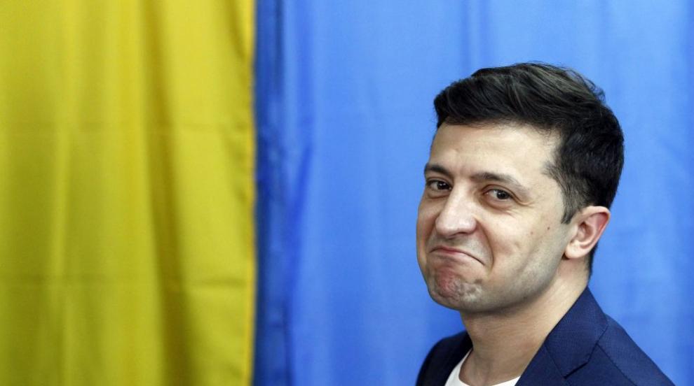 Партията на президента Зеленски води убедително на изборите в Украйна