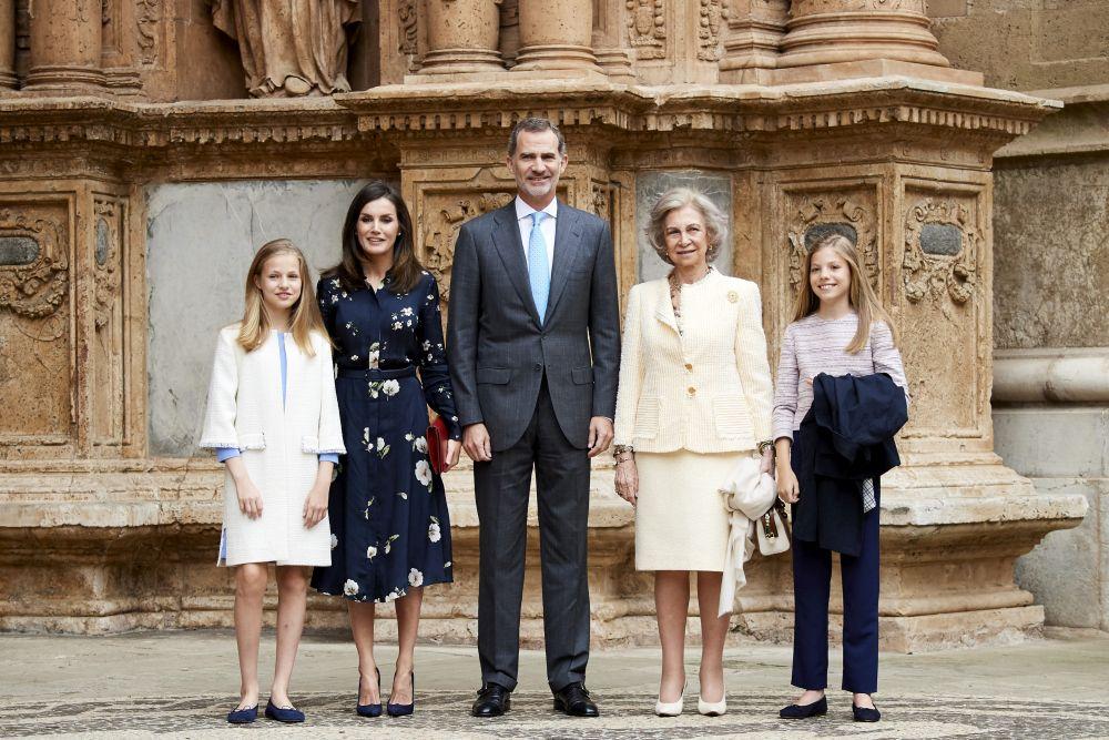 Крал Фелипе VI и кралица Летиция, придружени от двете си дъщери - принцесите Леонор и София, присъстваха на Великденската маса в катедралата на Палма де Майорка.