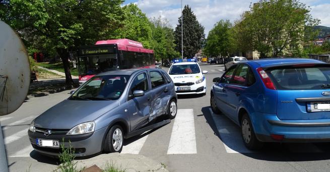 Снимка: Двама души пострадаха при катастрофа в Благоевград