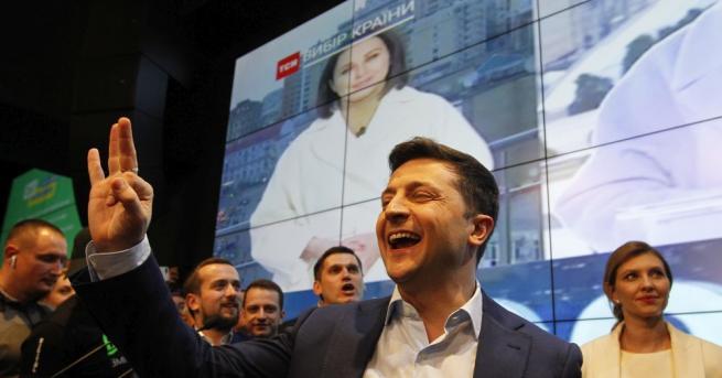 Снимка: Световните лидери поздравиха комика Зеленски за победата му в Украйна