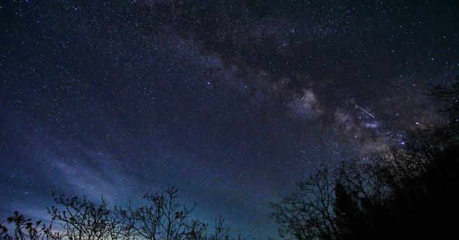 Снимка: Небесен спектакъл: Тази нощ наблюдаваме пика на метеорния поток Лириди