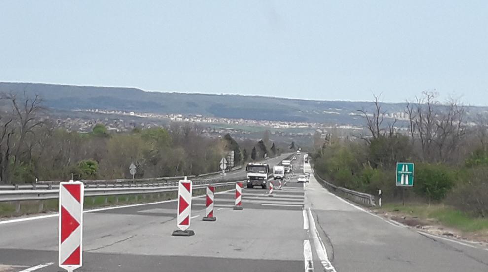 Спират движението по част от автомагистрала