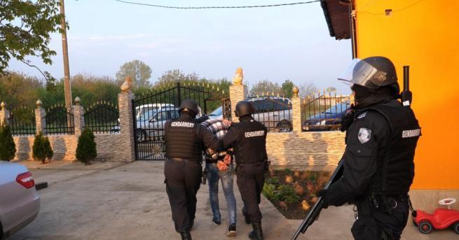 Снимка: Показаха кадри от спецакцията във Видинско срещу групата за трафик на хора