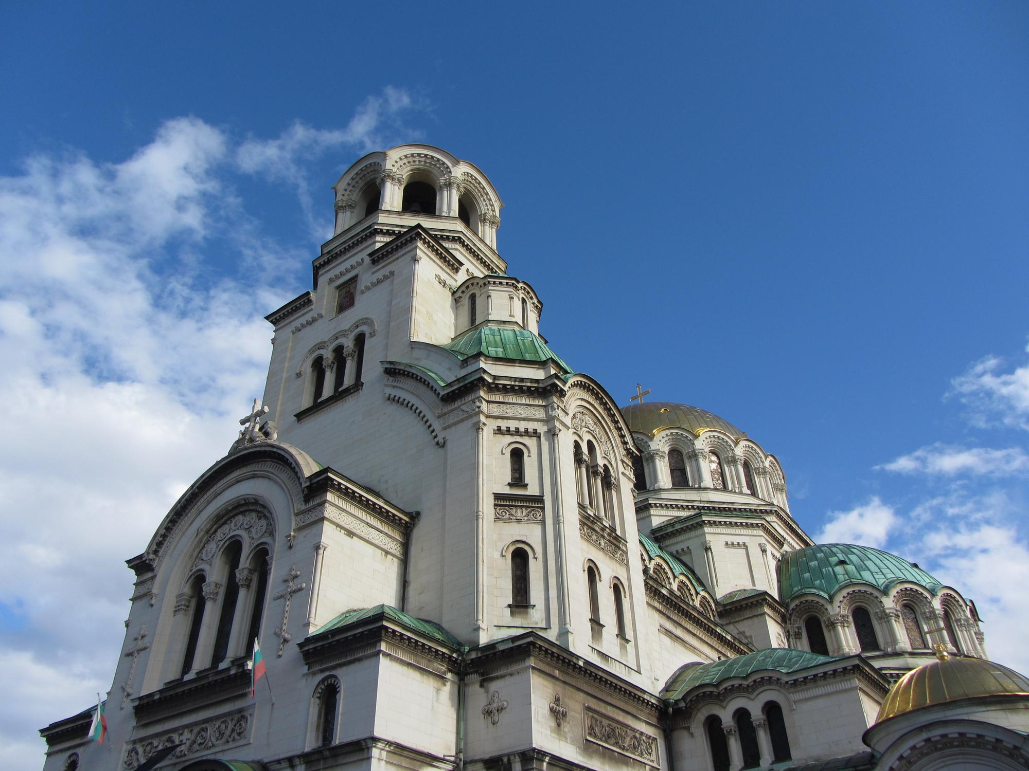 """""""Свети Александър Невски""""еправославенхрам-паметник.Църквата е изградена в 1882 - 1912 година и в 1955 г. е обявена за паметник на културата с национално значение."""