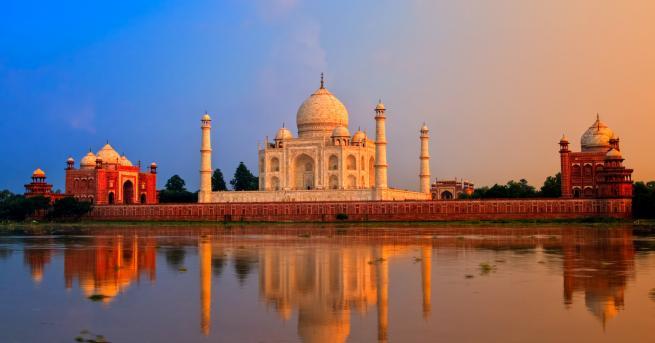 Правителството на Индия обяви днес, че възнамерява да отмени конституционния
