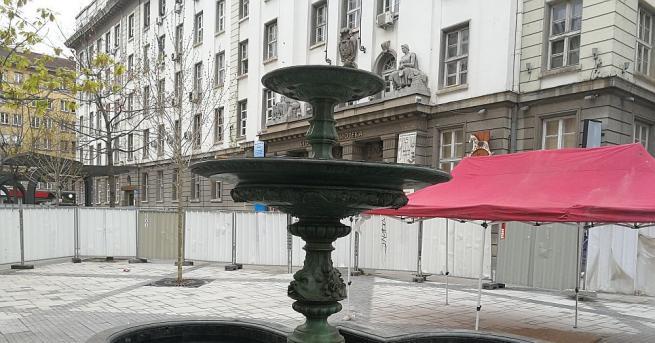 """Фонтанът на пл. """"Славейков"""" е пълен с вода и текат"""
