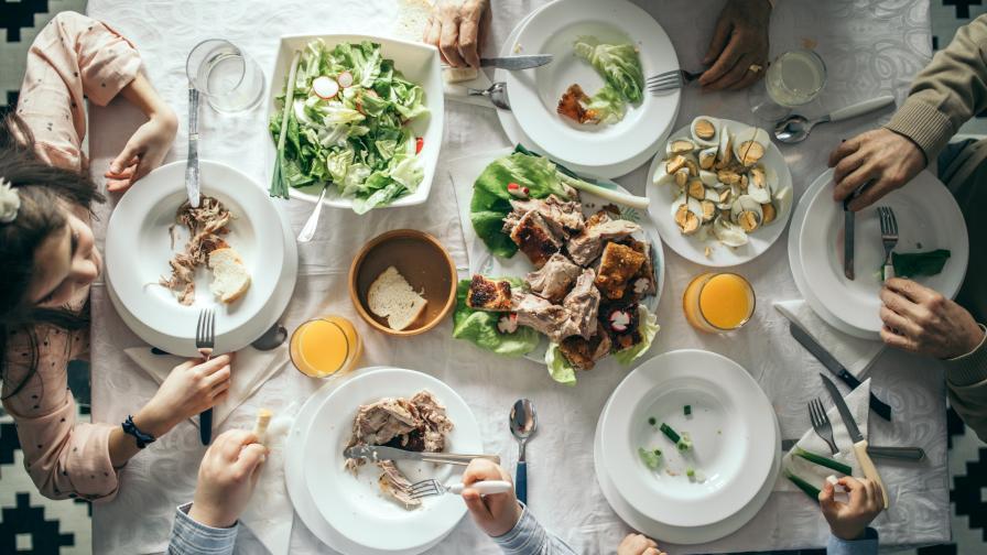 Великденска трапеза с традиционни продукти и нови рецепти