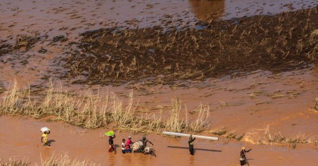 Повече от 60 души са загинали при опустошителните наводнения в
