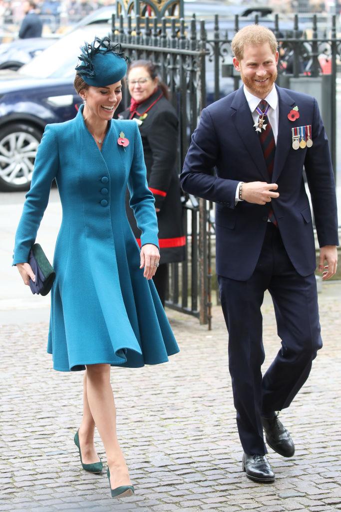 Херцогиня Катрин и принц Хари присъстваха на църковна служба в Уестминстърското абатство по случай Деня на Анзак