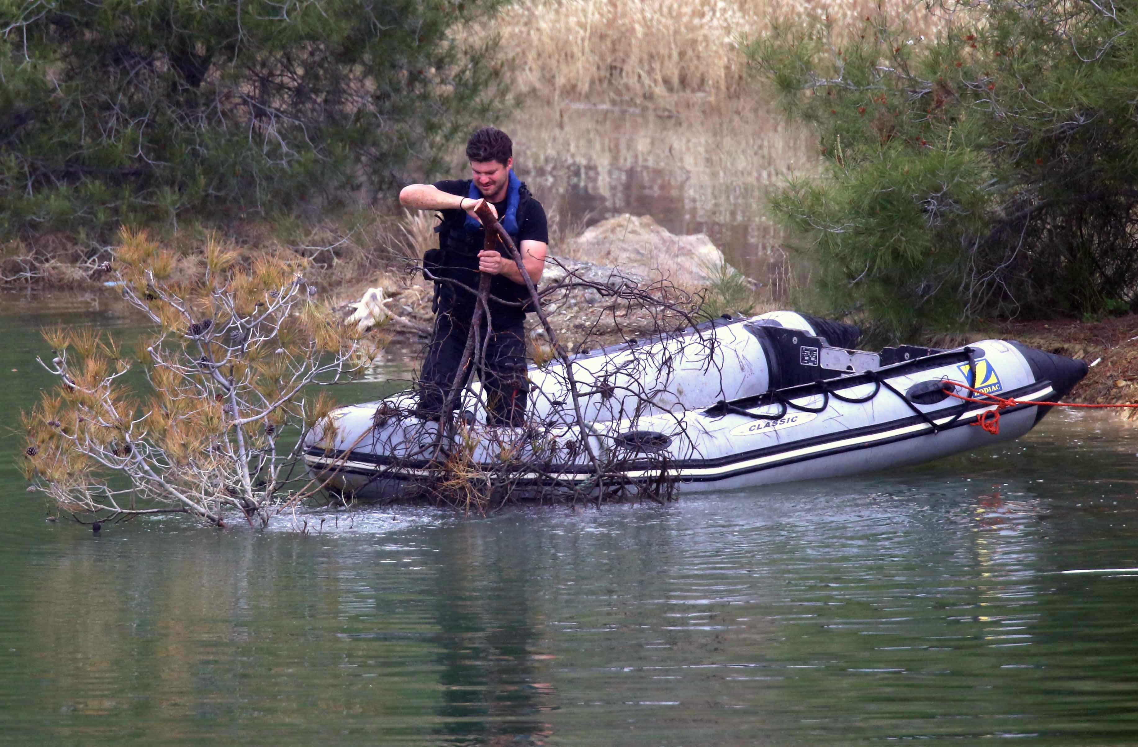 Кипърските власти издирват нови жертви, които се предполага, че са убити от 35-годишен офицер от кипърската гръцка армия. Мъжът е признал, че е убил седем жени и момичета.