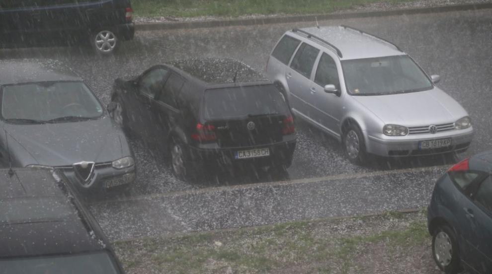 Градушки и силен дъжд валяха на много места в страната