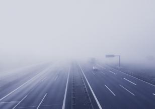 Мъгли и замърсен въздух в половината страна