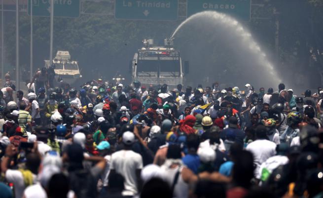 САЩ обвиниха Куба и Русия в намеса във Венецуела