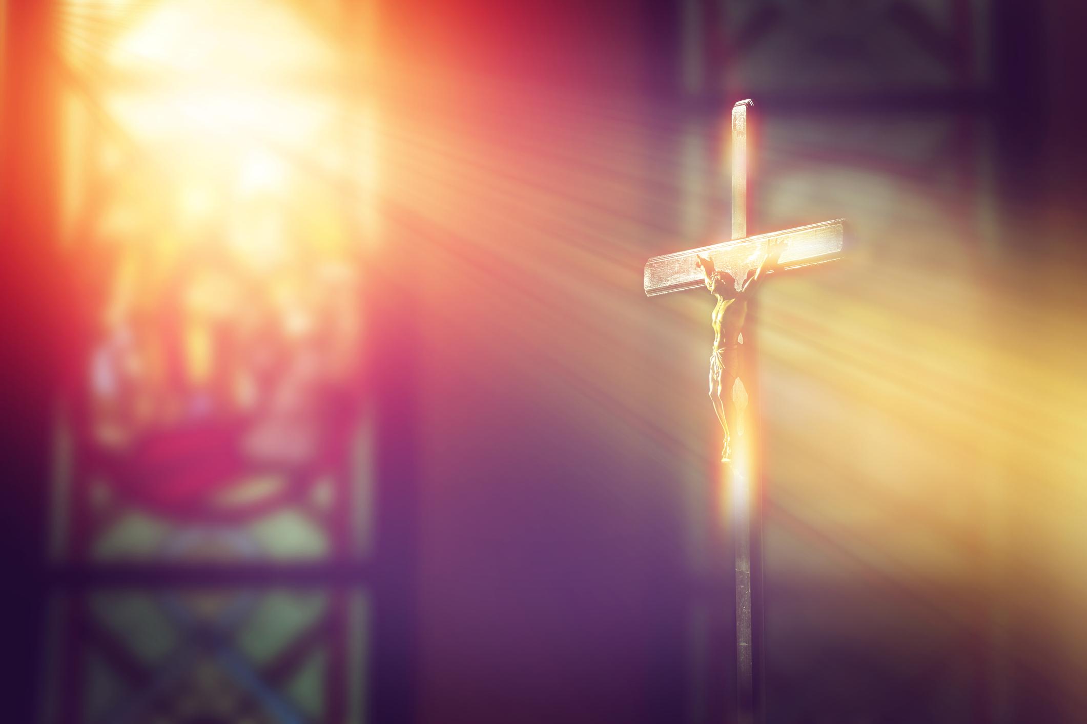 Католическата и православната църква са разделени официално повече от 1000 години. Един летен следобед на 1054 г. изпратен от папа Лъв IX, кардинал Хумберт издава от името на папата була за отлъчване на Константинополския патриарх Михаил Керуларий от църквата.<br />