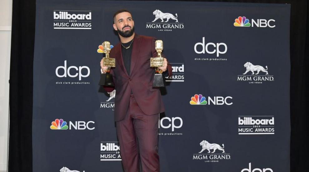 Дрейк бе големият победител на наградите на Билборд (СНИМКИ)