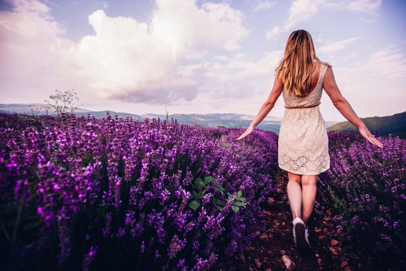 <p><strong>Стрелец </strong></p>  <p>Пролетната магия ще ви хване в примката си още в началото на месеца и преди да се осъзнаете ще полетите на крилете на любовта с нов човек до вас, който ще ви кара да се чувствате на седмото небе. Онези от вас със стабилни връзки може да очакват те да станат още по-сериозни и красиви.</p>