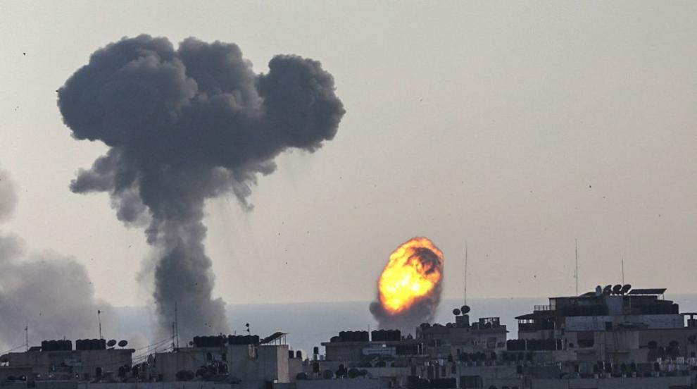 Израелски въздушен удар срещу Ивицата Газа, загинаха бебе и бременната му...