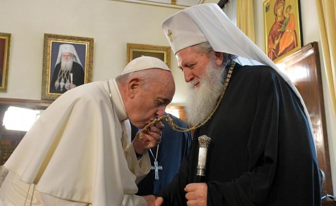 Папата: Бог да благослови България. Вижте посланието му