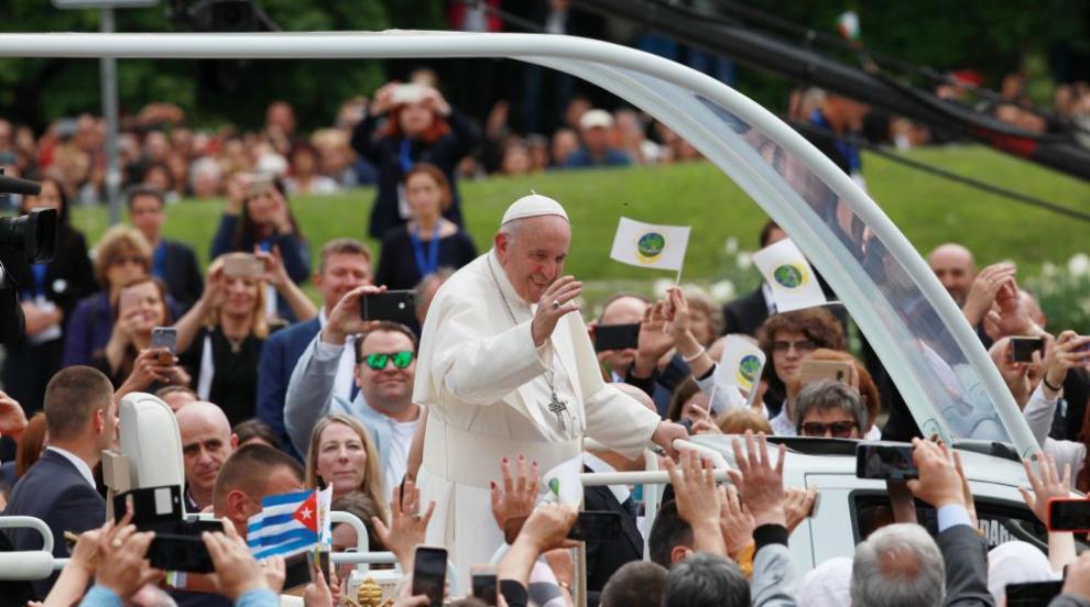 Папа Франциск извън протокола в България – видео, което докосна сърцата на...