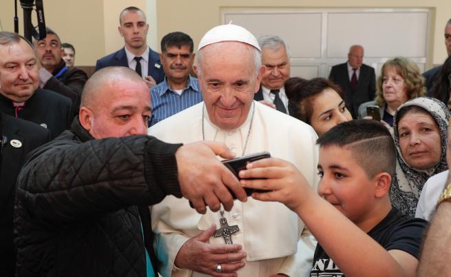 Папата в бежанския център във