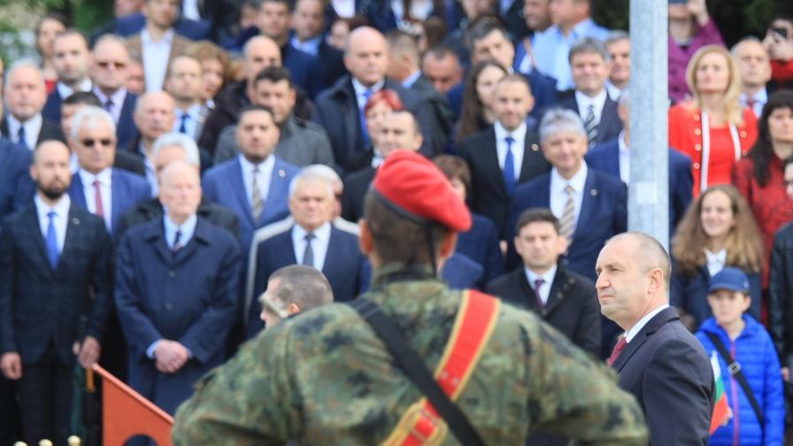 <p><strong>Радев:</strong> Българската армия е школа за патриотизъм и мъжество</p>