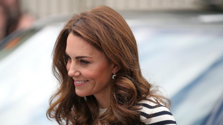 <p>Кейт изглежда <strong>шик в компанията на </strong>принц Уилям</p>