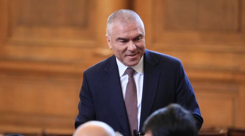 Марешки се сдърпа с депутат от БСП в пленарна зала,...