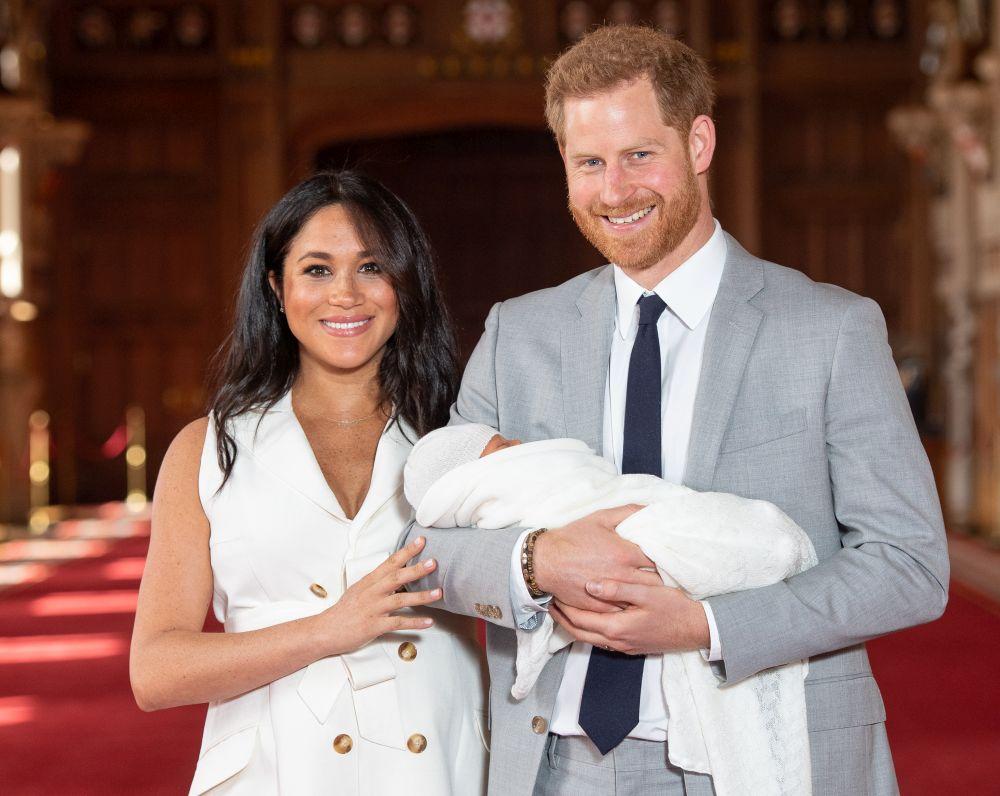 Херцозите на Съсекс принц Хари и съпругата му Меган Маркъл показаха първородния си син
