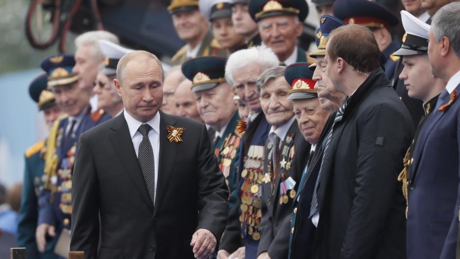 <p>Вижте мащабния военен парад в Москва, изненада - липсваше въздушна част</p>