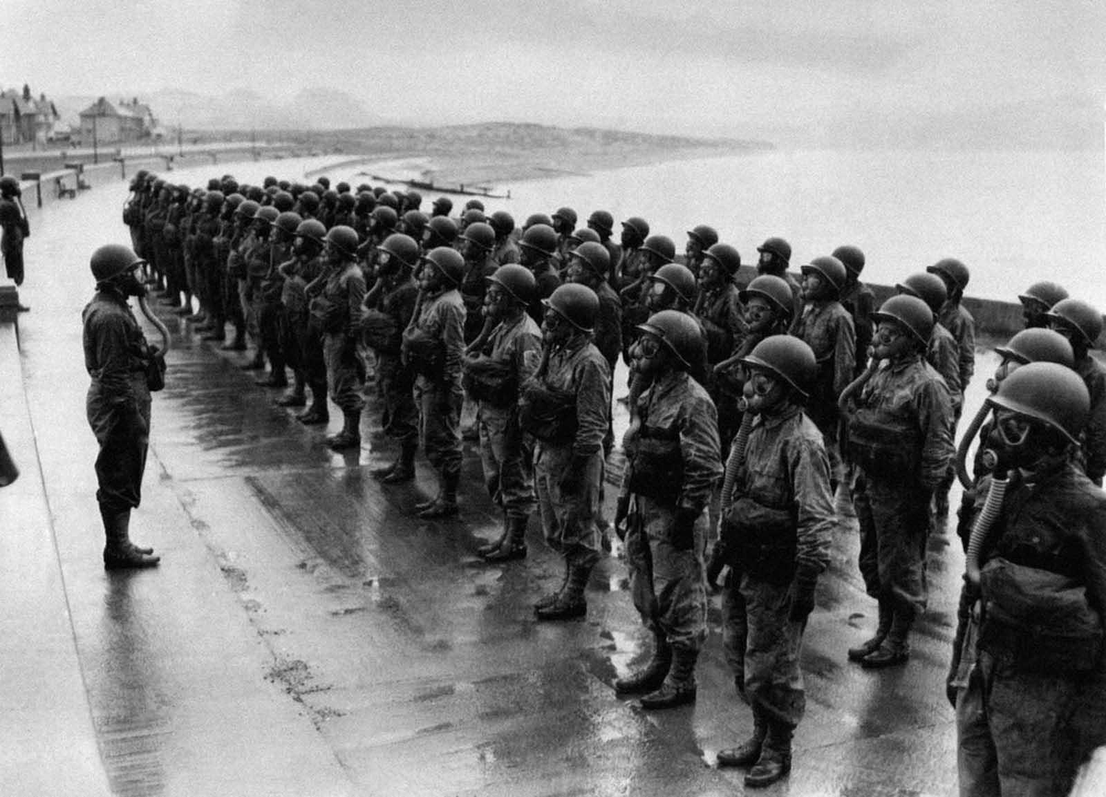 26 май 1944 г.:САЩ подготвя своите военни медицински сестри с противогази.
