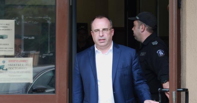 Министърът на земеделието Румен Порожанов подаде оставка. В мотивите за
