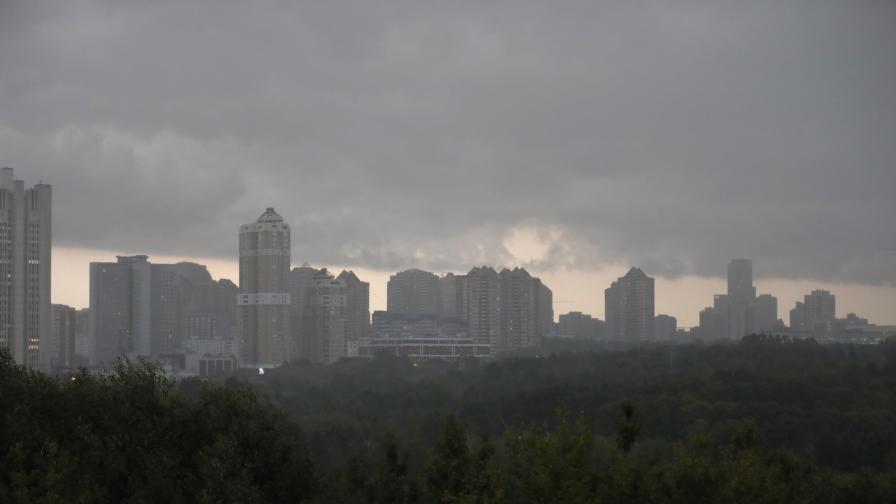 <p><strong>Силна буря</strong> в Москва, има <strong>пострадали </strong>(ВИДЕО)</p>