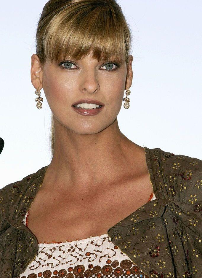 Канадският модел Линда Еванджелиста e считана за един от най-успелите и влиятелни модели на всички времена. Краси над 700 корици на списания и държи рекорд с многократните си появи на корицата на Vogue Italia.