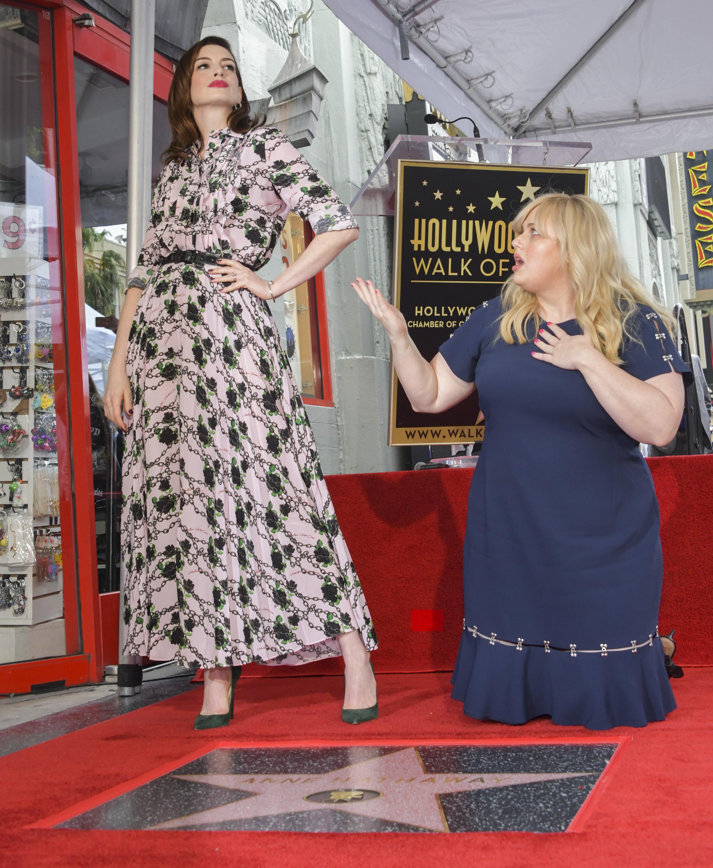 """Звездата на 36-годишната Хатауей се намира срещу входа на Китайския театър - една от туристическите атракции в Холивуд. Тя е до звездата на Хати Макданиел - първата чернокожа актриса, получила """"Оскар"""" за ролята си на робиня във филма """"Отнесени от вихъра"""" през 1940 г., както отбеляза с ентусиазъм Хатауей."""
