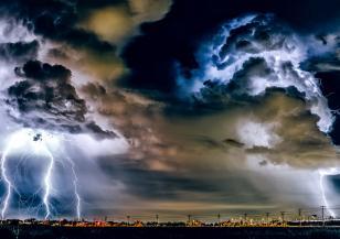 Поройни валежи, градушка и гръмотевични бури в Гърция