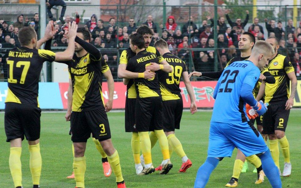 Старши треньорът на Ботев Пловдив определи група от 19 футболисти