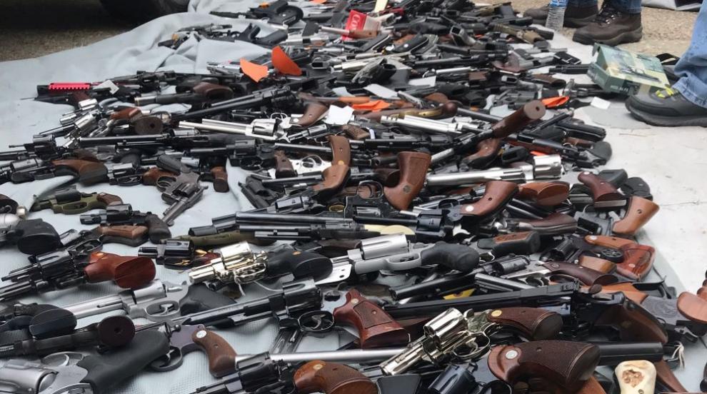 Откриха стотици оръжия в имот в шикозен квартал в Лос Анджелис (СНИМКИ/ВИДЕО)