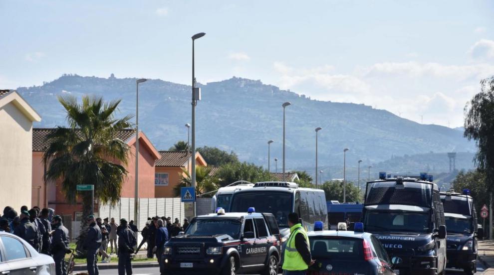 Мигранти нападнаха полицаи в Германия, докато правят оглед
