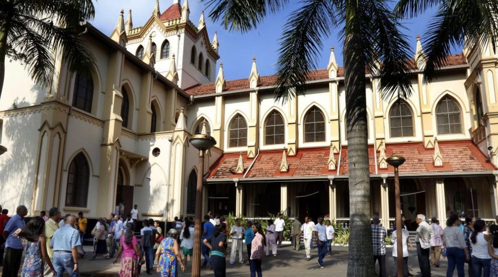 Джамии в Шри Ланка бяха нападнати след кавга във Фейсбук