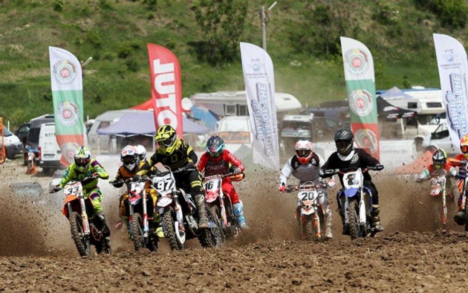 Много публика и оспорвани състезания в Гран при по мотокрос в Левски