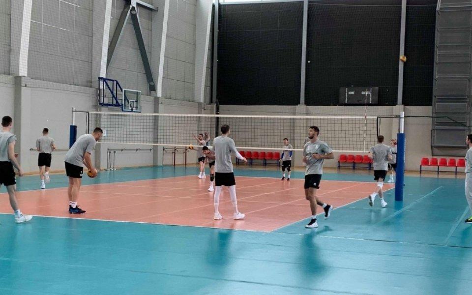 Трима волейболисти се присъединиха към подготовката на националите