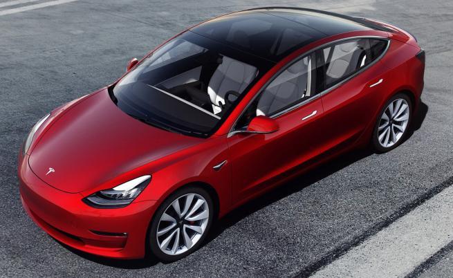 Tesla води с 6 години пред VW и Toyota, когато стане дума за електроника