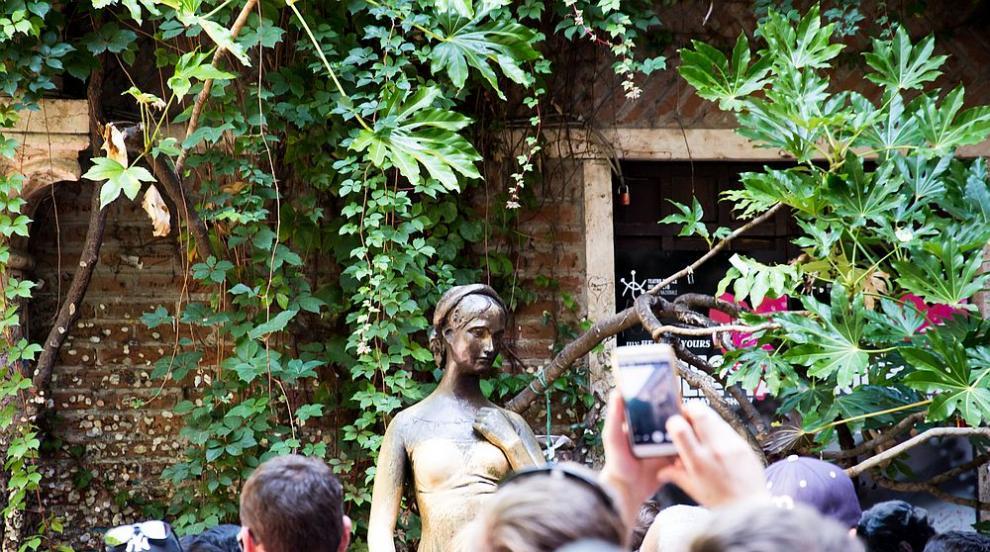 Най-странните неща, които са били открити в статуи (ВИДЕО)