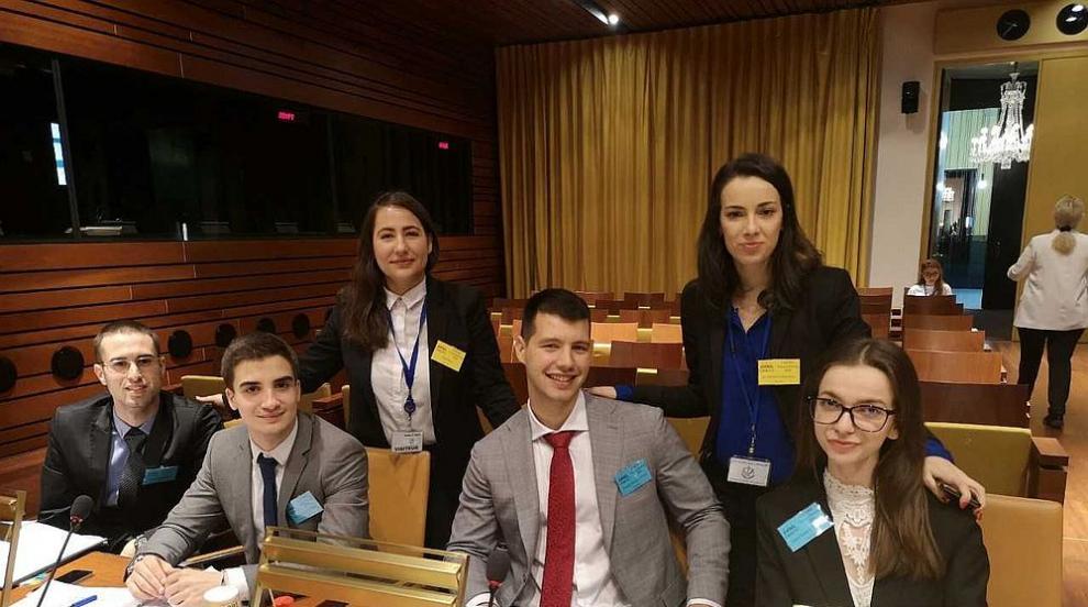 Отбор от Софийския университет стана трети на състезание по право в Съда...