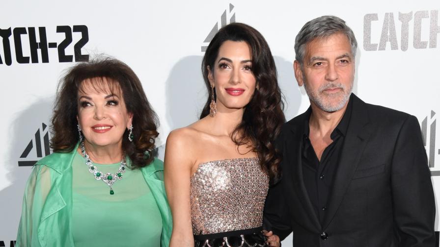 Джордж Клуни на премиера с две красиви жени