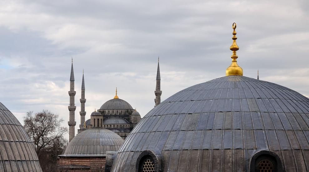 Свлачище унищожи сгради и джамия в Турция