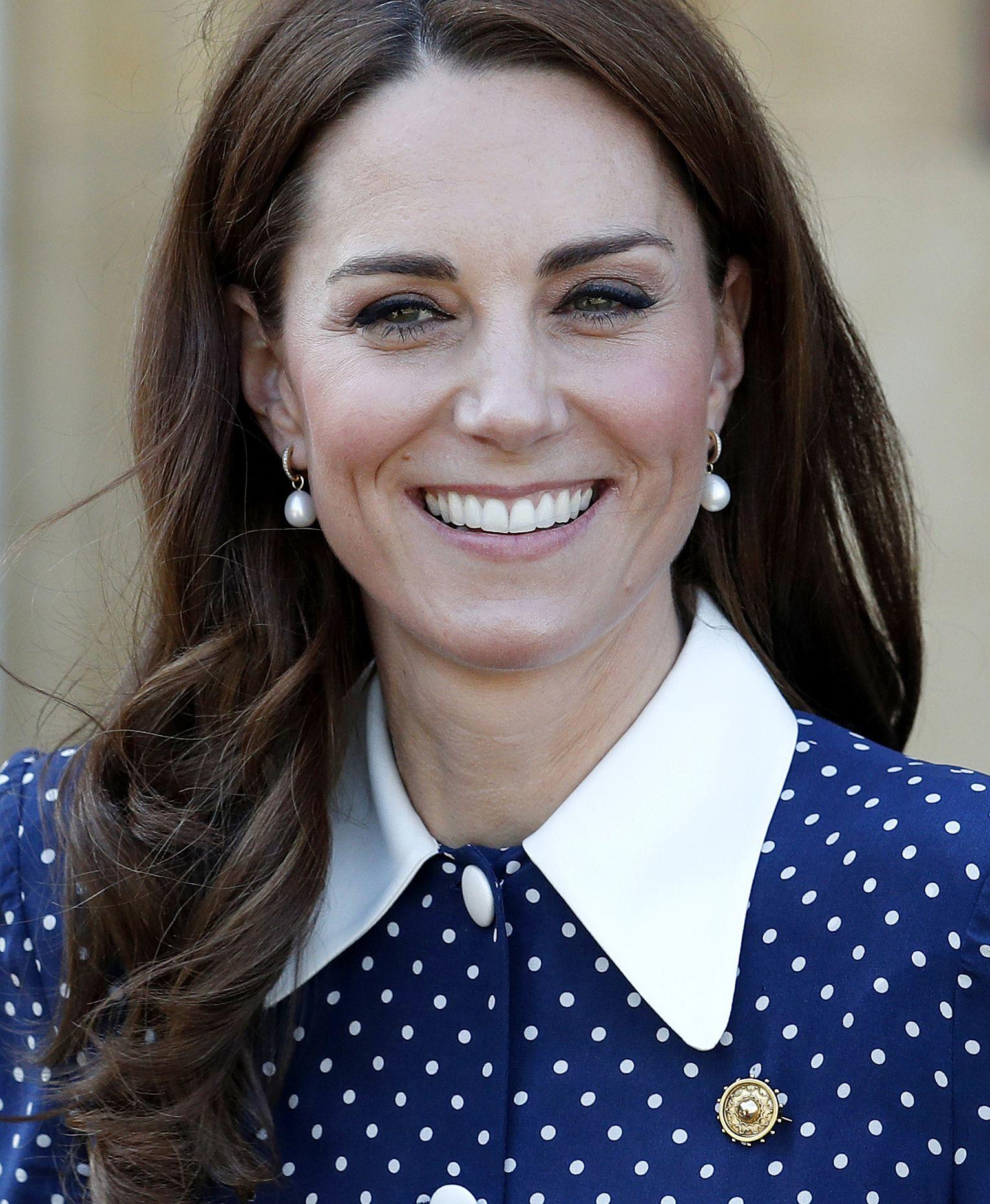 Херцогинята на Кеймбридж с ефирна рокля, носена и през ноември миналата година