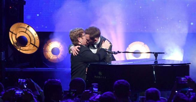 Рок, любов и сълзи съпътстваха премиерната прожекция на кинофестивала в