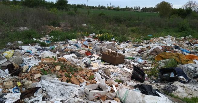 Незаконно струпана камара с тор трови въздуха на Разград, съобщава