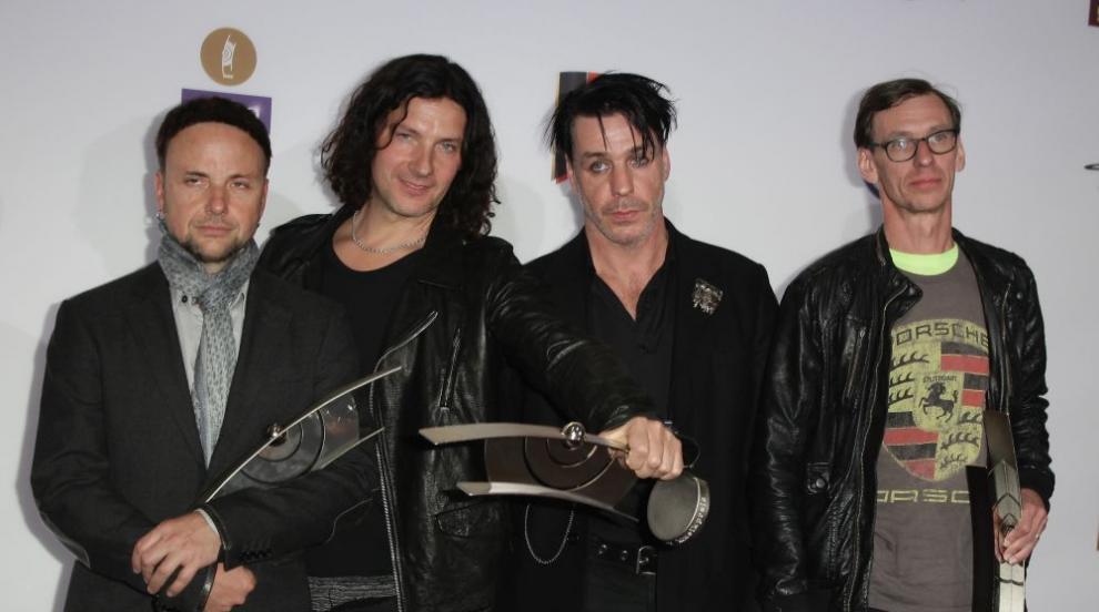 Rammstein опроверга твърдението, че фронтменът ѝ е болен...